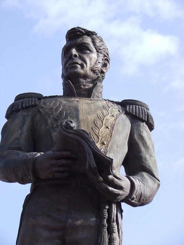 Estatua de Ignacio López Rayón en Michoacán.