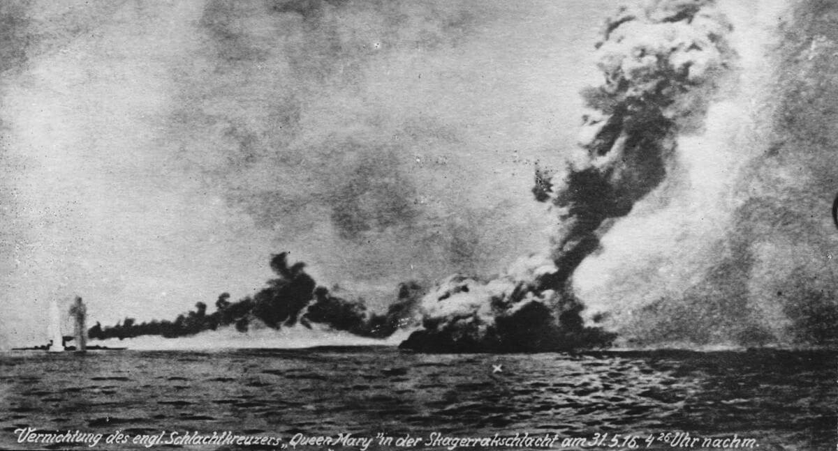 Explosión del acorazado británico HMS Queen Mary durante la batalla de Jutlandia