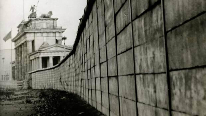 Muro de Berlín, hecho de concreto.