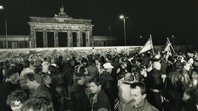 Enero de 1990. Alemanes festejando la caída del muro de Berlín