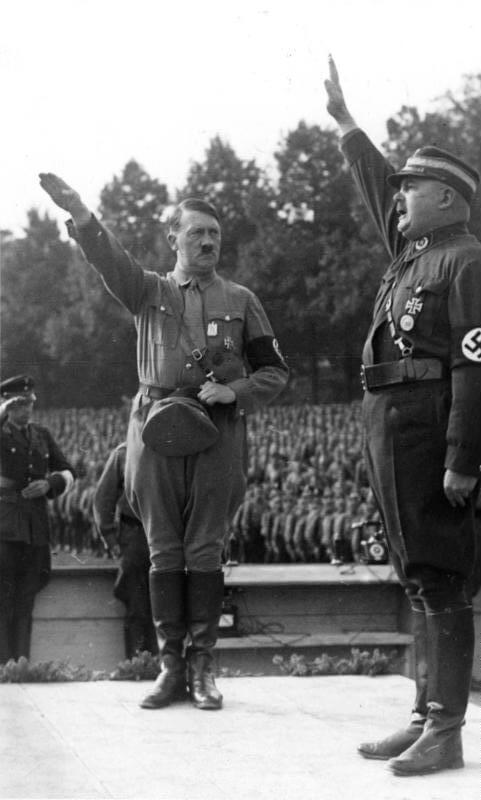Adolf Hitler y Ernst Röhm , en 1933