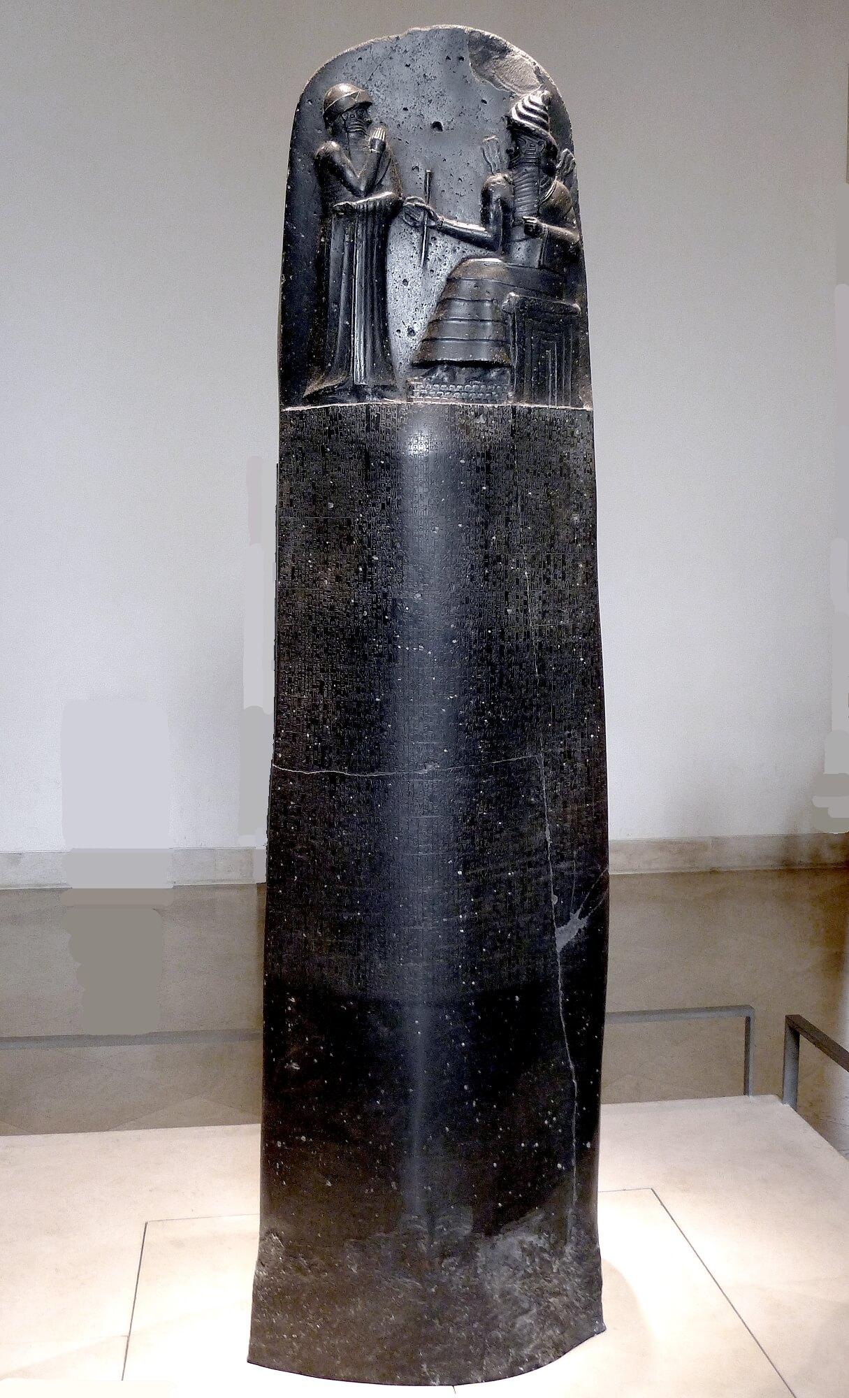 Estela donde se hallan grabadas las 282 leyes del Código de Hammurabi
