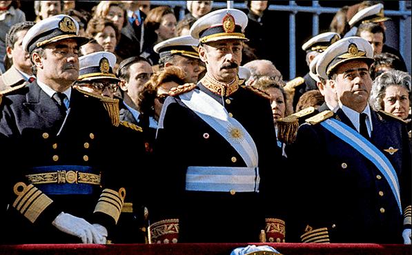 La primera junta militar