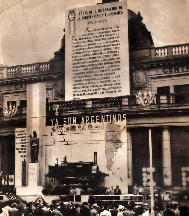 Se celebra en la estación de Retiro (Buenos Aires) la nacionalización de los ferrocarriles
