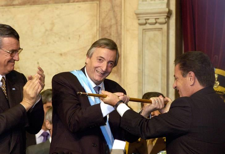 Néstor Kirchner asume como presidente en el año 2003.