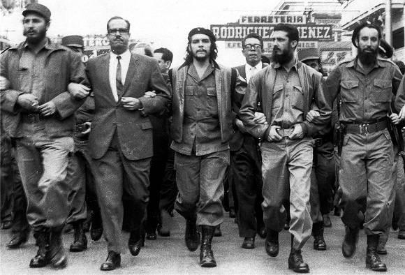 Che Guevara entrando en La Habana.