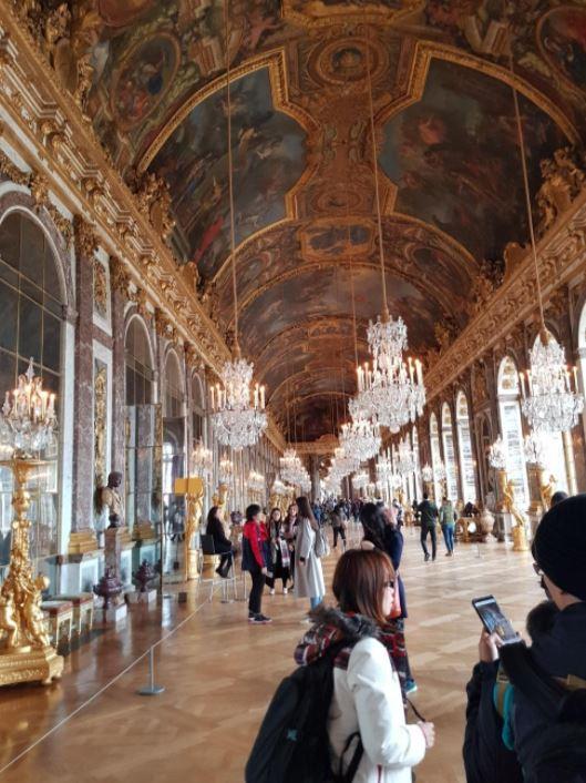 Salon de los espejos, tratado de versalles, turistas de fondo