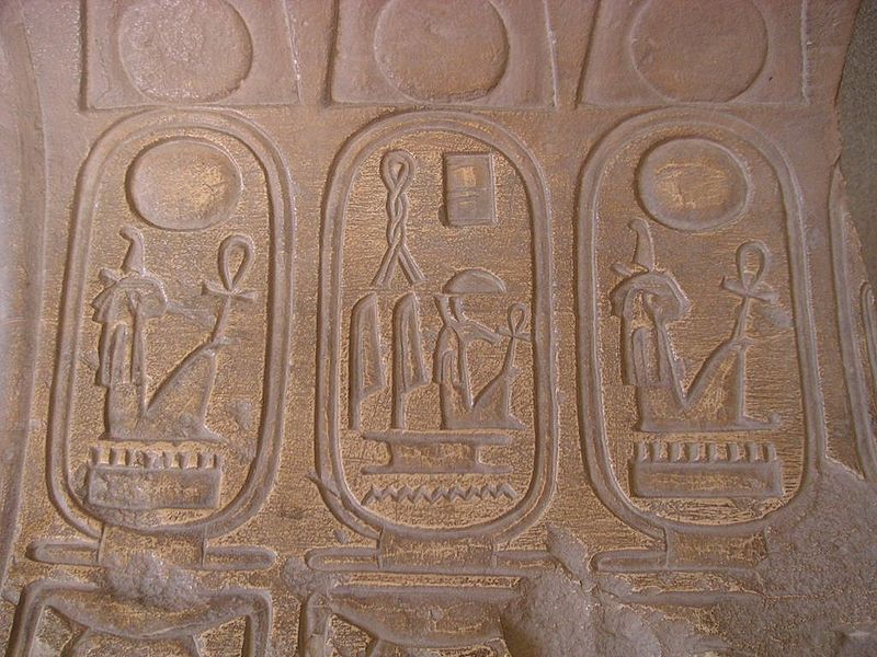 Seth representado en el cartucho del faraón Sethy I